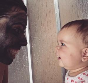 seneida y chloé con la mascarila