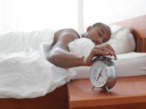 Dormir e acordar rejuvenescido, após um sono de qualidade.